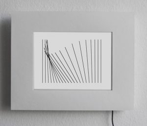 Betina Kuntzsch | KLEINES FELD | 2013 | Video-Zeichnung | Video-Objekt: digitaler Fotorahmen, MDF-Rahmen | Animation, Loop 16 Min. | 20 x 30 x 5 cm | Unikat | Galerie Moench Berlin