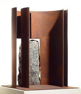 Reiner Maehrlein | INTERCALE IV | 2010 | Corten-Stahl und Granit | Galerie Moench Berlin