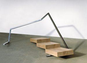 Ruth Gindhart | VIII/2002 (ALPENPANORAMAUNTERQUERUNG) | Stahl und Holz | 111 x 258 x 153 cm | Galerie Moench Berlin